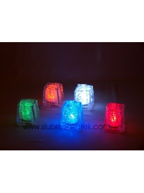 Kostki lodu świecące