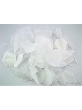 Płatki róż, białe