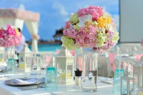 Szkło, wazony i świeczniki na ślub
