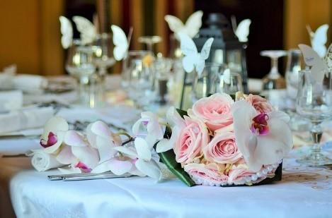 Winietki i stojaczki na weselny stół