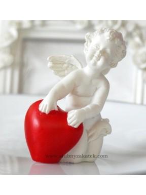 FIGURKA Aniołek klęczący, serce czerwone