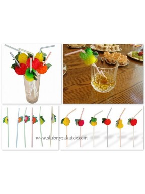 Słomki z owocami
