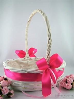 Koszyczek wiklinowy z kokardką różową