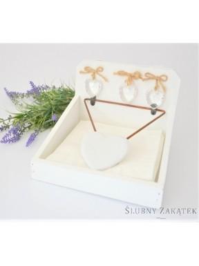 Serwetnik drewniany biały z serduszkami