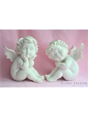 Aniołek biały siedzący