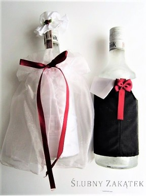 Ubranko na butelkę z kokardką bordo